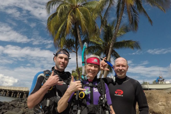 Mala wharf scuba divers & palm